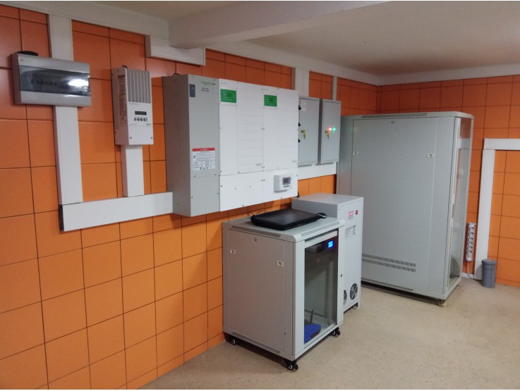 Солнечная электростанция на основе оборудования от Schneider Electric, аккумуляторов Лиотех
